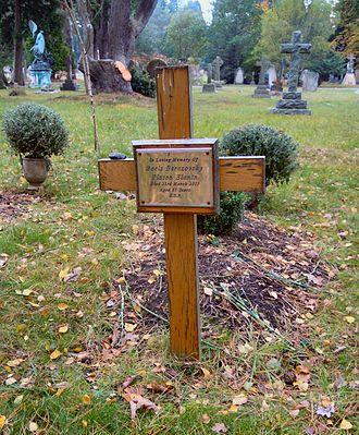 Boris Berezovsky (businessman) - Berezovsky's grave in Brookwood Cemetery in 2016