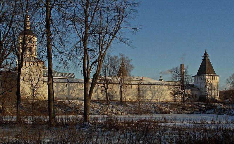 File:Borovsk Taynitskaya Tower.jpg