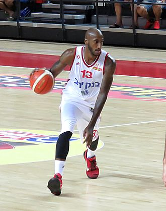 Bracey Wright - Wright in action with Hapoel Jerusalem.