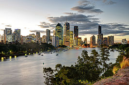 Brisbane skyline frae Kangaroo Point