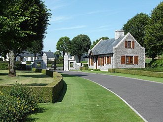 Brittany American Cemetery and Memorial - Image: Brittany cemetery entrance 3