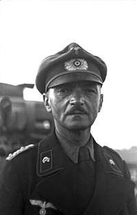 Bundesarchiv Bild 101I-187-0206-33A, Russland, Panzersoldat.jpg