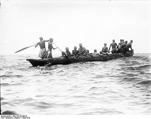 Bundesarchiv Bild 105-DOA0315, Deutsch-Ostafrika, Njassasee, Einbaum