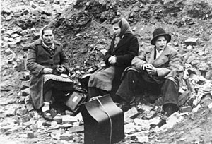 Wirtschaftswunder - German refugees from the east in Berlin in 1945
