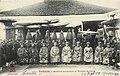 Các vị khảo quan trong lễ xướng danh khoa thi năm Đinh Dậu (Nam Định, ngày 27 tháng 12 năm 1897).jpg