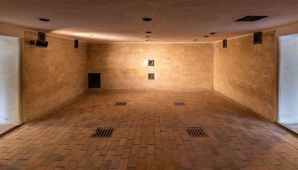 Cámara de gas, nuevo crematorio, campo de concentración de Dachau, Alemania, 2016-03-05, DD 32-34 HDR.jpg