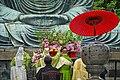 Cérémonie bouddhique devant le Grand Bouddha du Kotoku-in (Kamakura, Japon) (28944413608).jpg
