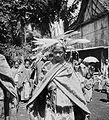 COLLECTIE TROPENMUSEUM Dansende vrouw te Muara Empajang Pasemah Zuid-Sumatra TMnr 10002801.jpg