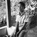 COLLECTIE TROPENMUSEUM Portret van een jongen in zijn zondagse kleren op de galerij voor het huis TMnr 20000105.jpg