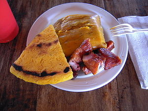Panamanian cuisine - The corn based tortilla de maiz viejo.