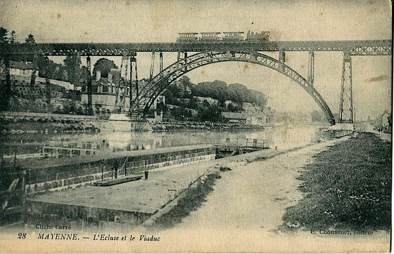 Ancienne gare des CFD Laval - Mayenne  800px-Chouasnet_28_-_MAYENNE_-_L%27Ecluse_et_le_Viaduc