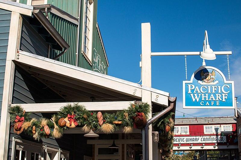 File:Christmas at Pacific Wharf (28298985675).jpg