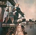 Collectie NMvWereldculturen, TM-10035701, Dia, 'Man aan boord van een Madurese prauw', fotograaf onbekend, 1932-1940.jpg