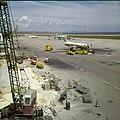 Collectie Nationaal Museum van Wereldculturen TM-20029835 Luchthaven Dr. Albert Plesman nabij Hato Curacao Boy Lawson (Fotograaf).jpg