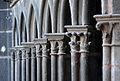 Colonnettes du portique nord de la cathédrale de Clermont-Ferrand.jpg