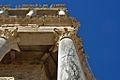 Columnas del teatro romano de Mérida. Contrapicado.jpg