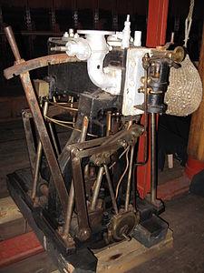 Compound type steam ship engine.JPG