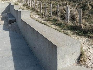 Concrete barrier at Nørre Vorupør.jpg