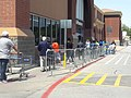 Coronavirus line at walmart abril 2020 arlington Texas (1) 01.jpg