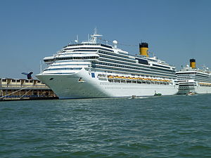 Costa Fascinosa - Image: Costa Fascinosa and Costa Magica in Venice 1