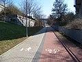 Cyklostezka u mostu Holešovické přeložky.jpg