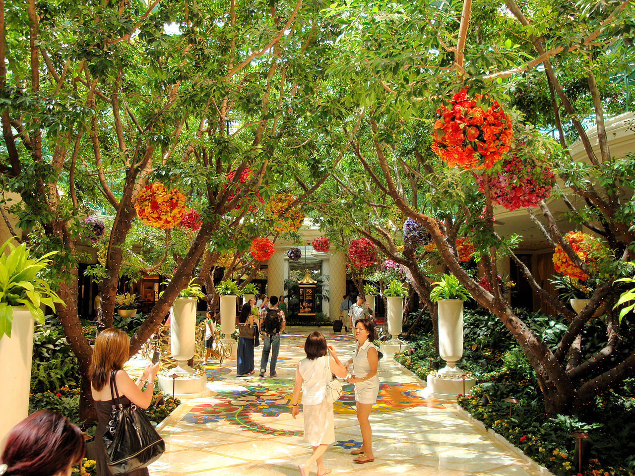 File dsc32241 the wynn hotel las vegas nevada usa for Indoor gardening wikipedia