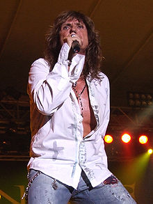 Coverdale singing with Whitesnake, 2006Photo: Raúl Ranz