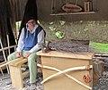 Der Besenbinder übt eine handwerkliche Tätigkeit aus, die es fast nicht mehr gibt. - panoramio.jpg