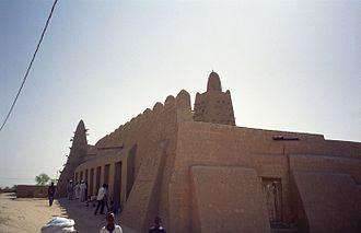 Djinguereber Mosque - Outside the mosque