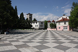 Dolna-Banya-square-and-clock-tower.jpg