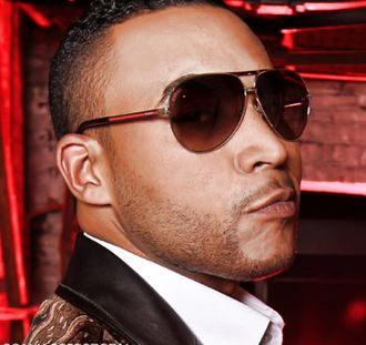 Don Omar - Image: Don Omar with his sunglasses (cropped)