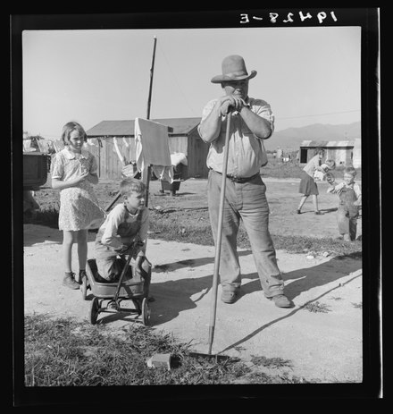 Salinas migrant workers, photo by Dorothea Lange Dorothea Lange - Migrant Family in Salinas, CA.tif
