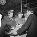 Ds. P.H. Meerburg met Korea-vrijwilligers van Schiphol naar Korea, Bestanddeelnr 904-4647.jpg