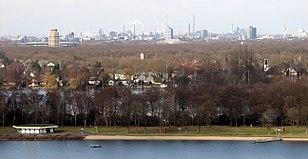 Uberblick Uber Osten Und Zentrum Duisburgs Mit Sechs Seen Platte Bettenturm Der Sportschule Im Sportpark Duisburg Schauinsland Reisen Arena