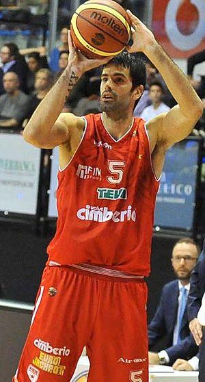 Dušan Šakota - Šakota, in action with Pallacanestro Varese, in 2012.