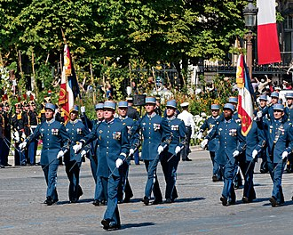 École militaire interarmes - The standard guards of the École militaire interarmes (EMIA) and of the École militaire du corps technique et administratif (EMCTA), parade on the 14th of July 2008 on the Champs-Élysées, Paris. The Minister of Defence Gérard Longuet presented on 14 May 2011 the Cross of the Légion d'honneur to the EMIA, on the occasion of the fiftieth anniversary of the founding of this school.