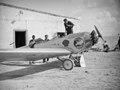 ETH-BIB-Pilotin Elly Beinhorn mit ihrem Flugzeug, einer Klemm Kl 26, am Kap Juby-Tschadseeflug 1930-31-LBS MH02-08-1038.tif