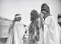ETH-BIB-Tuaregs vor einem Zelt-Tschadseeflug 1930-31-LBS MH02-08-1110.tif