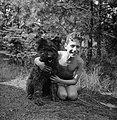 Een jongen met een hond, Bestanddeelnr 191-1120.jpg