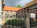 """Ehemaliger """"Gutshof Mengel"""" - Hofanlage mit Wirtschaftsgebäuden - Meinhard-Grebendorf Kirchstraße 22 - panoramio.jpg"""