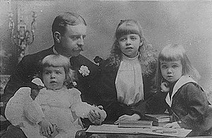 Elliott Bulloch Roosevelt - Roosevelt and his three children (from left to right), Hall, Eleanor, and Elliott Jr. in 1892