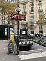 Entrée Station Métro Michel Ange Molitor Paris 1.jpg