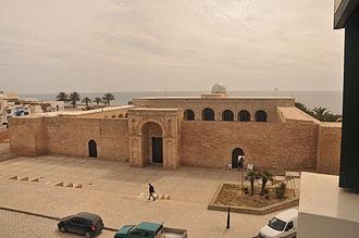 Great Mosque of Mahdiya - Image: Entree Grande Mosque Mahdia