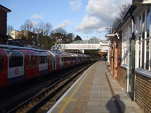 Epping tube station - Image: Epping station look north 2