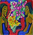 Ernst Ludwig Kirchner Stilleben mit zwei Holzfiguren und Blumen 1919.jpg