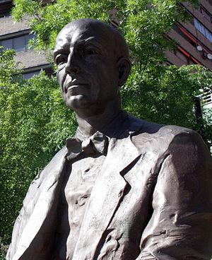 Concurso de Cante Jondo - Manuel de Falla, statue in Granada.