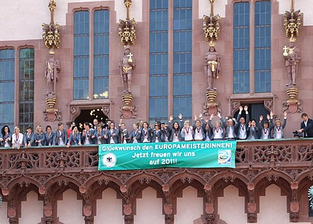 "Reception of Germany women's national football team, after winning the 2009 UEFA Women's Championship, on the balcony of Frankfurt's city hall ""Romer"" Euromeister-2009-frauenfussball-ffm-037.jpg"