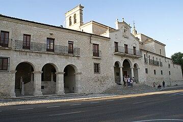 Exterior del santuario de El Henar.jpg