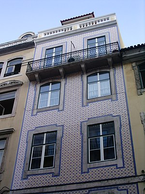 Pombaline style - Building typical of the Pombaline style in Baixa Pombalina, but atypical in its use of azulejo.