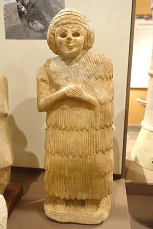 Mami (goddess) - Gypsum statuette of a female worshipper from the temple of Nintu, dating to circa 2600-2500 BC